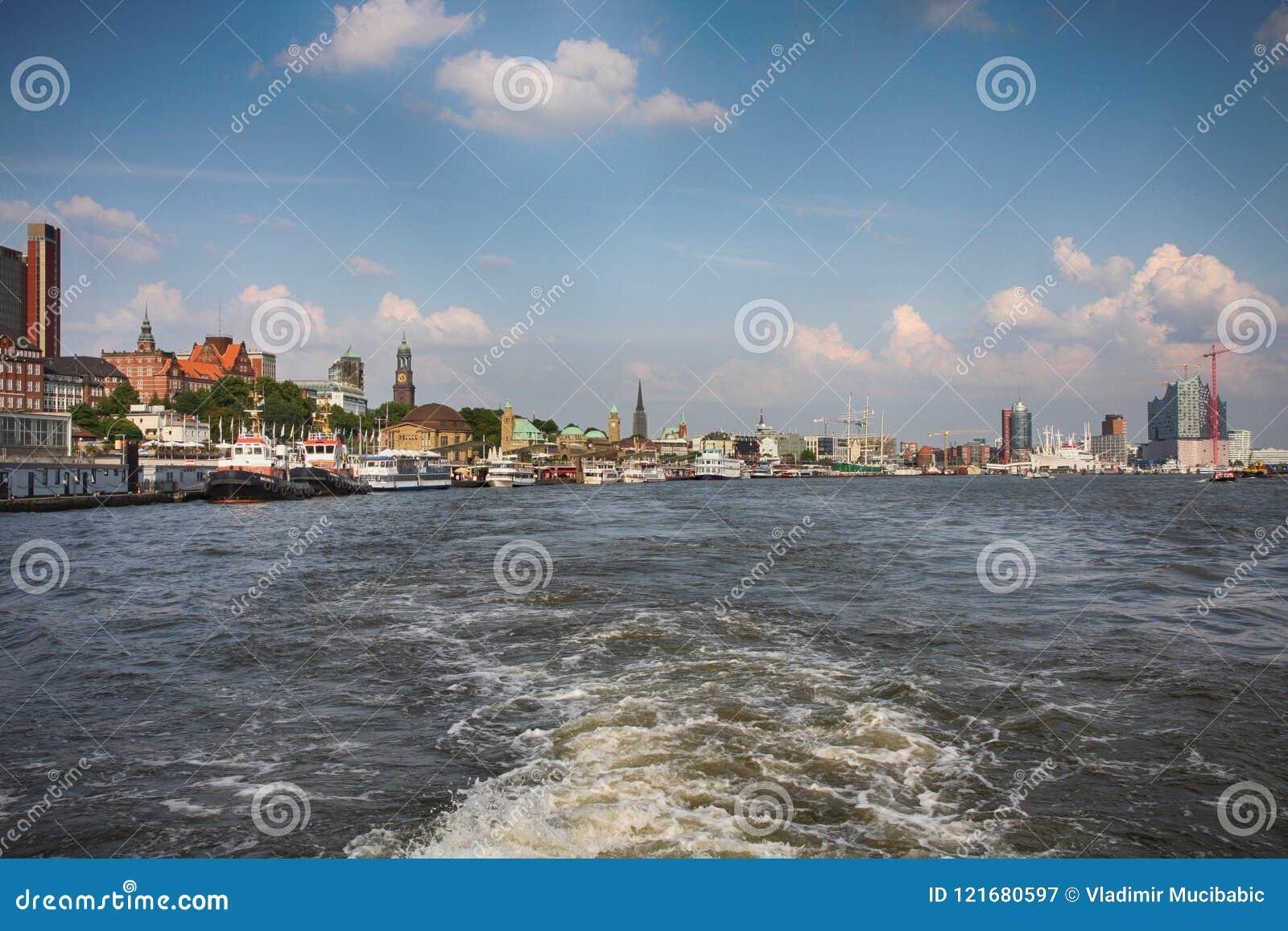 Hamburgo, Alemania - 28 de julio de 2014: Vista del paisaje del ` s de Hamburgo