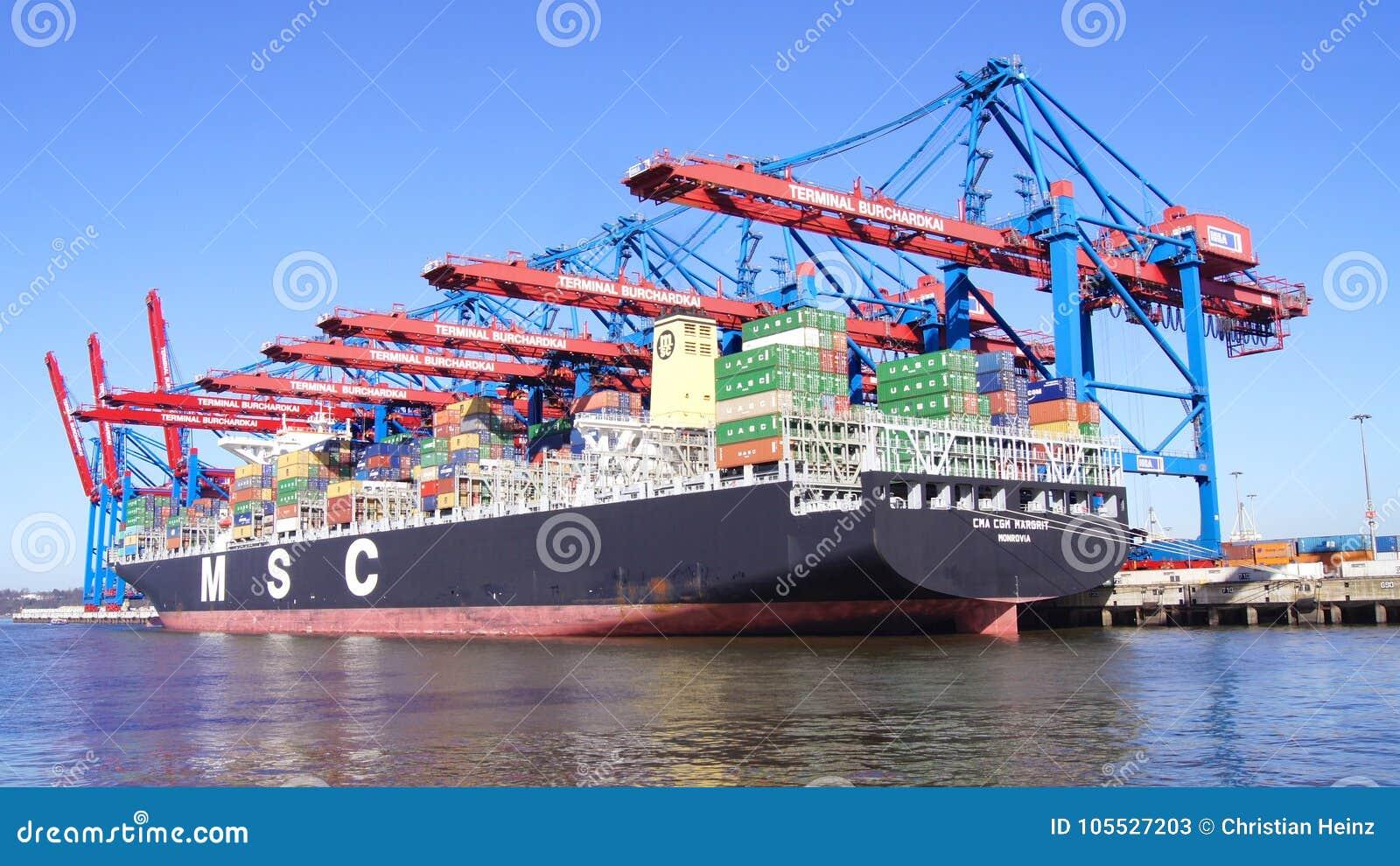 HAMBURGO, ALEMANIA - 8 de marzo de 2014: Opinión sobre el Burchardkai del puerto de Hamburgo Portacontenedores del MSC se descarg