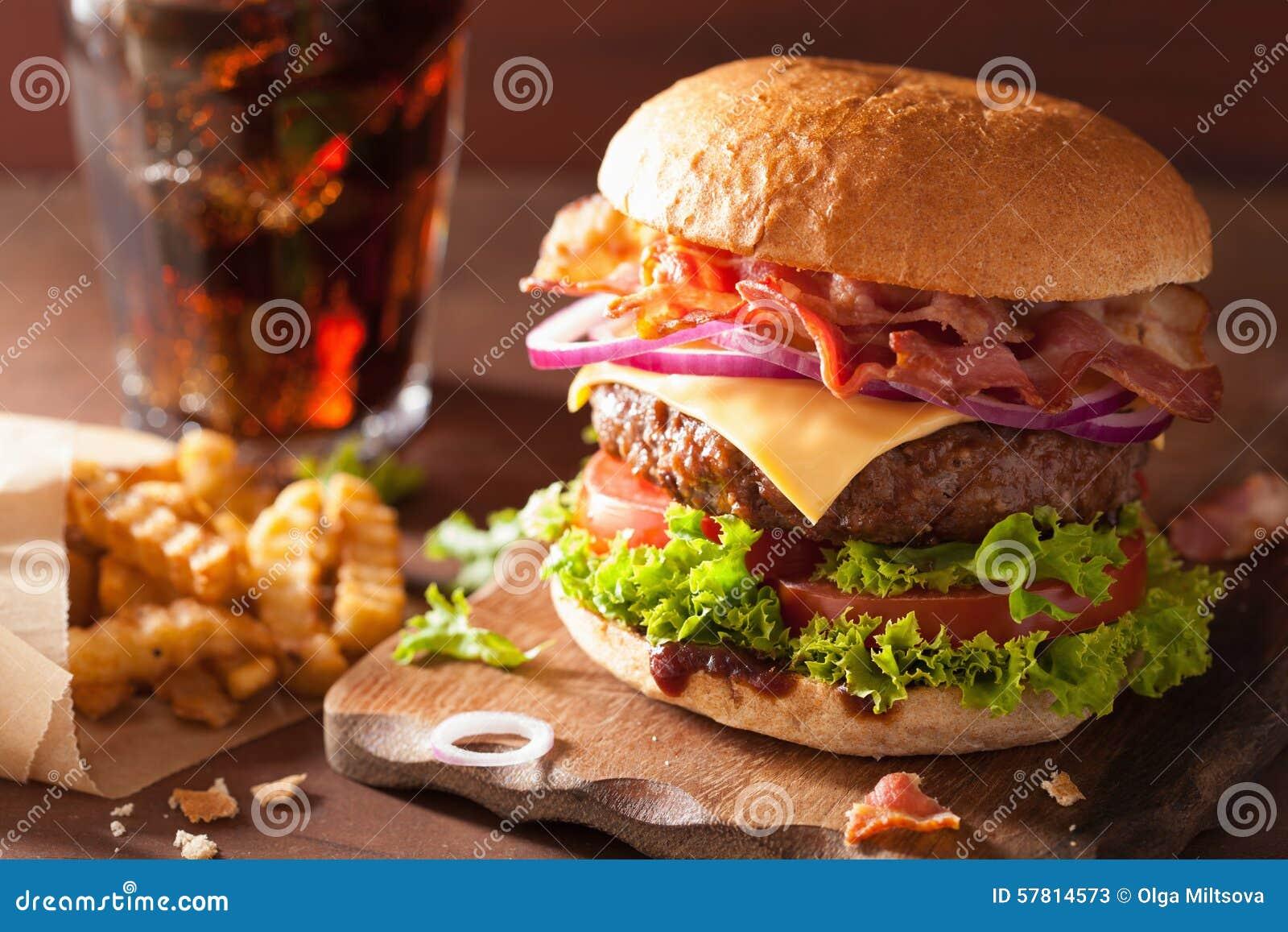 Hamburguesa del queso del tocino con cola de la cebolla del tomate de la empanada de carne de vaca