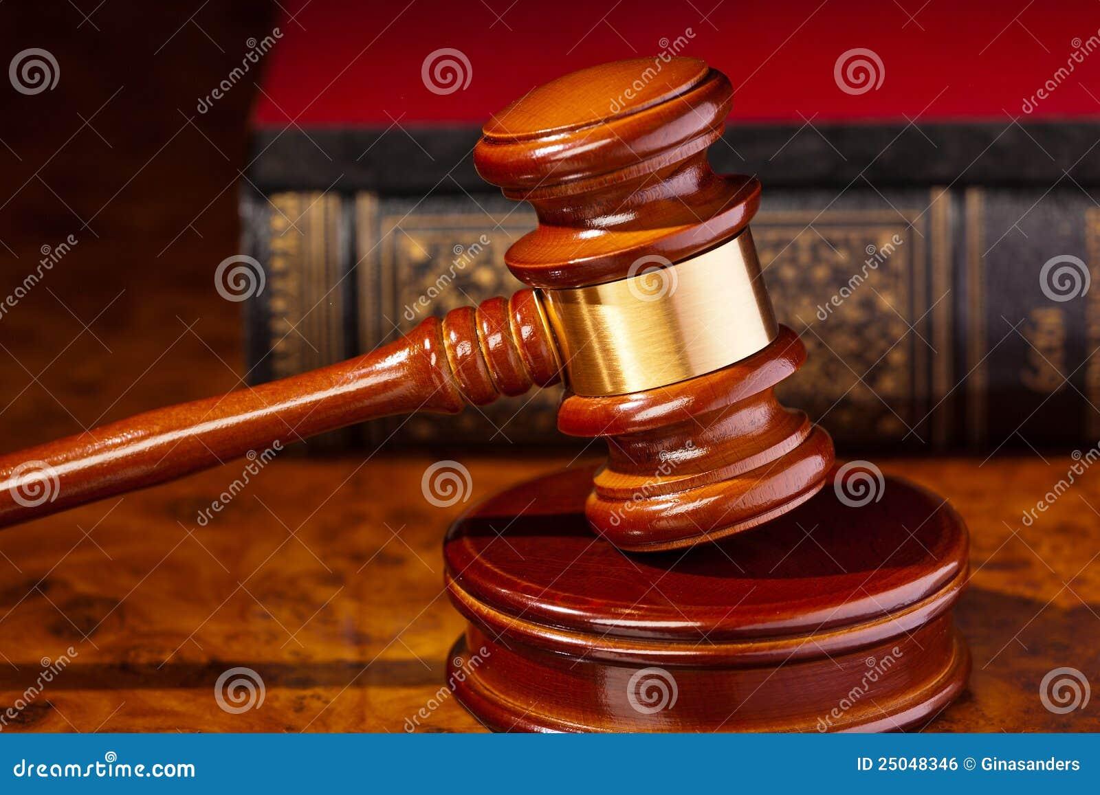 Hamer van een rechter voor het gerecht
