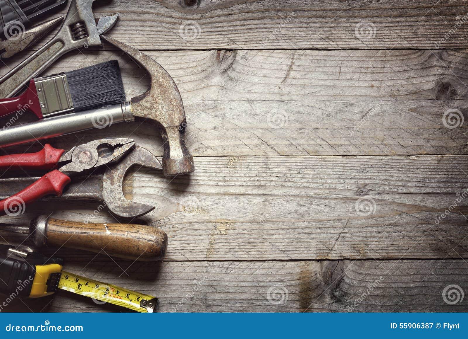 Hammer auf dem Fenster