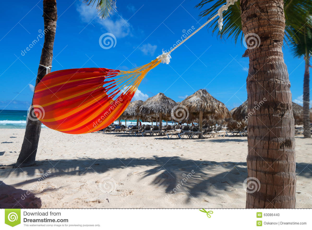 Download Hammok Sur La Plage Tropicale Photo stock - Image du milieux, littoral: 63086440