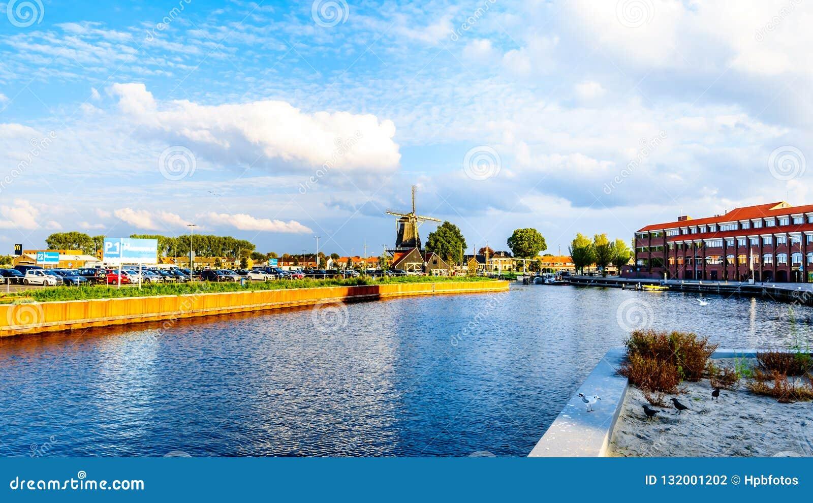 Hamnen av Harderwijk i Nederländerna