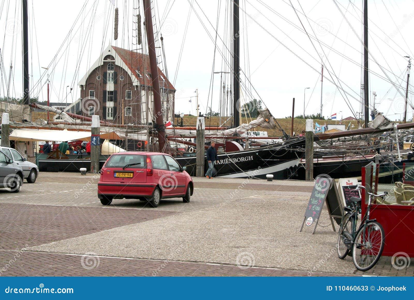 Hamnen av Texel i Oudenschild