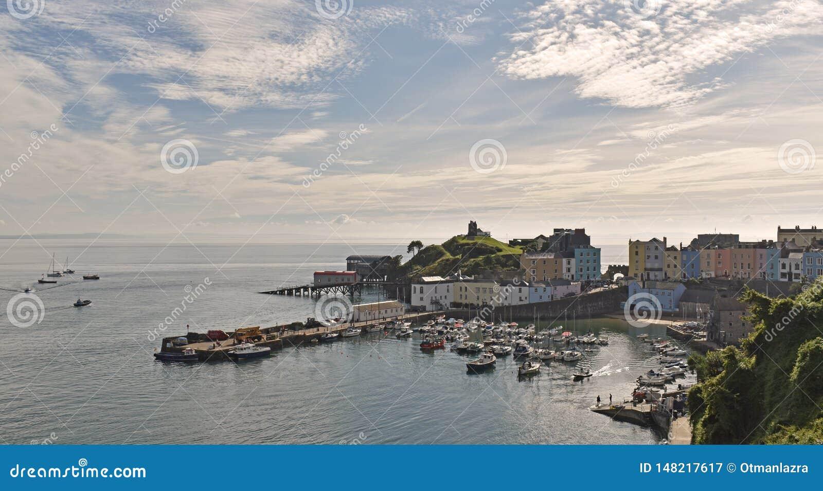 Hamnen och slotten på Tenby,