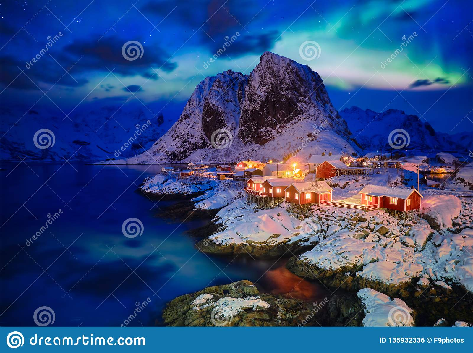 Hamnoy visserijdorp op Lofoten-Eilanden, Noorwegen