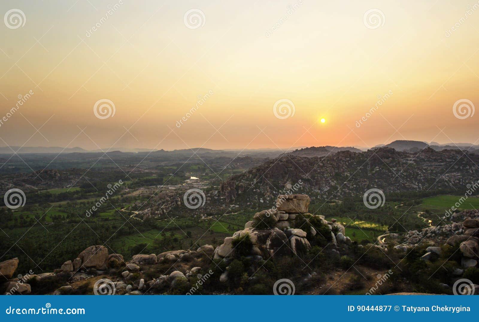Hampi, Indien Ansicht von Hanuman-Tempel bei Sonnenuntergang
