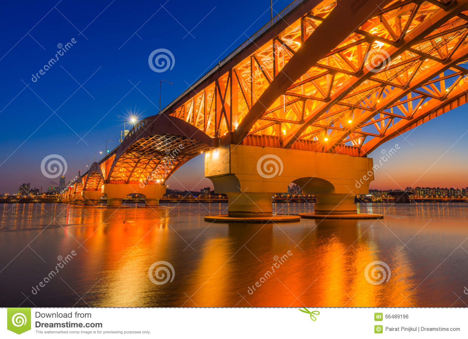 Han river with Seongsan bridge at night in Seoul, Korea/Seongsan Bridge at night/Han river with Seongsan bridge at night in Seoul