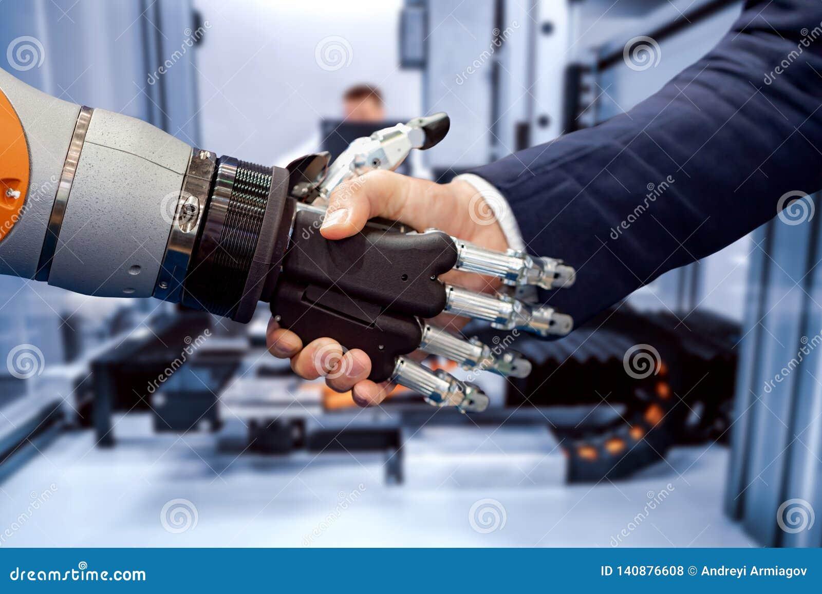 Hand av en affärsman som skakar händer med en Android robot