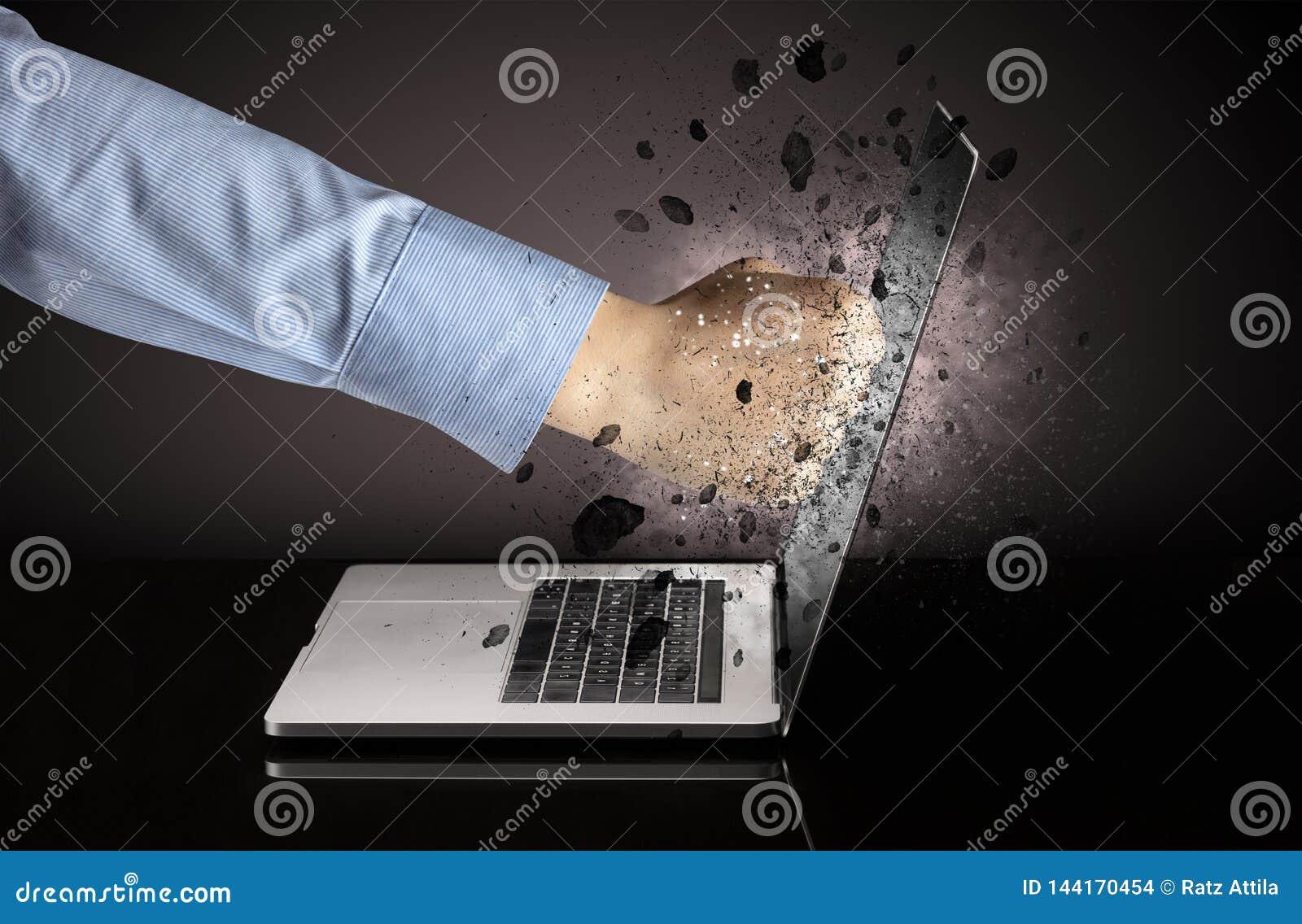 Hand bricht Laptopgl?ser