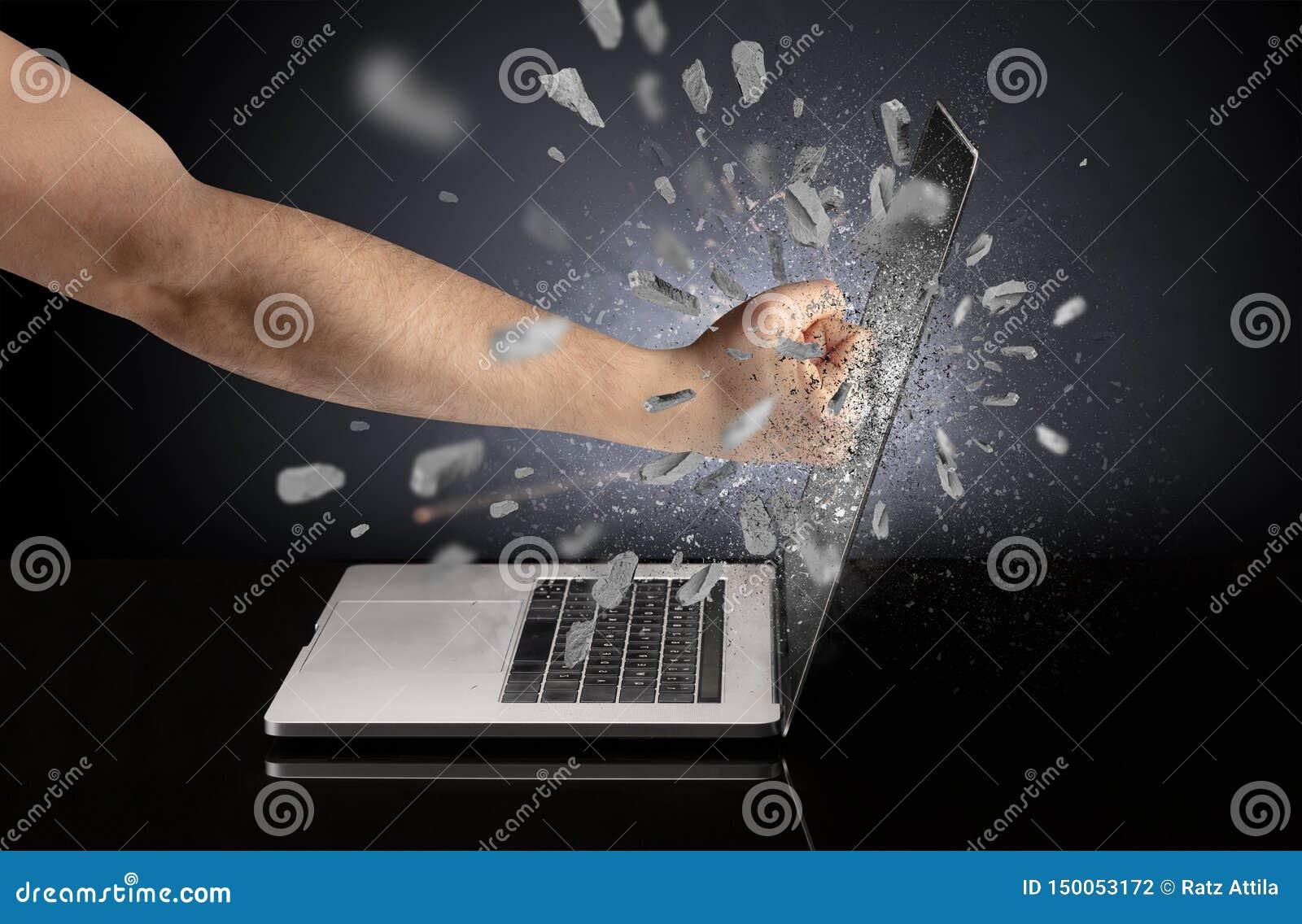 Hand bricht Laptopschirm
