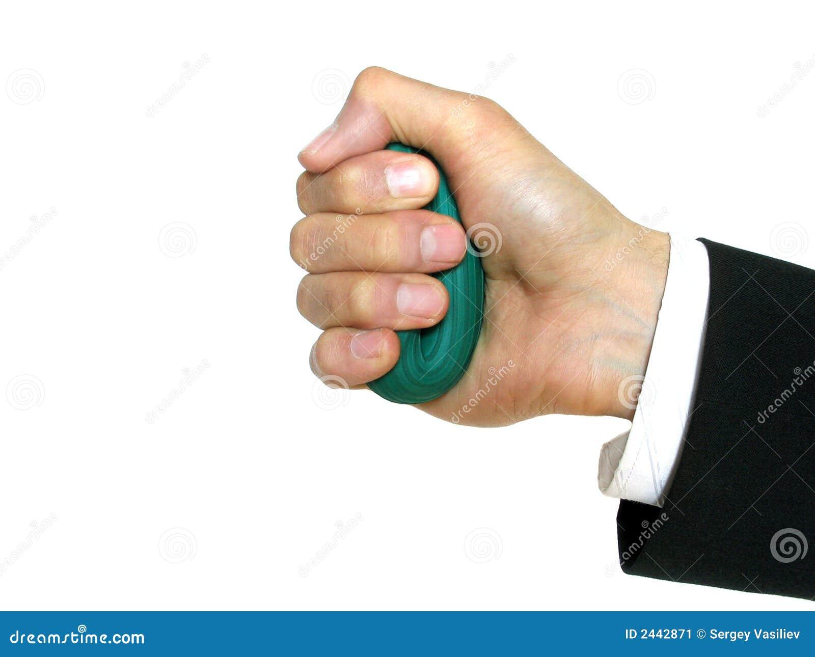 Hand des Mannes mit Gummiring
