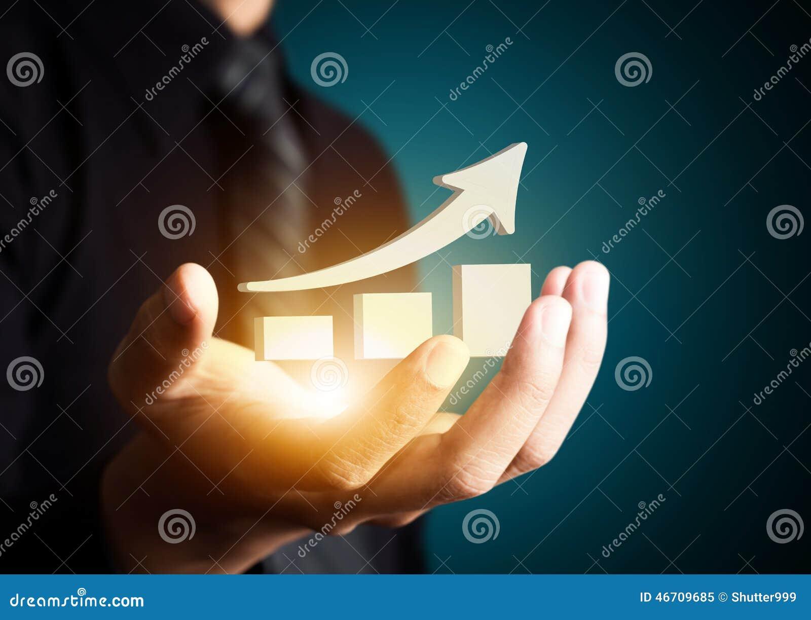 Hand die een het toenemen pijl, de bedrijfsgroei houden