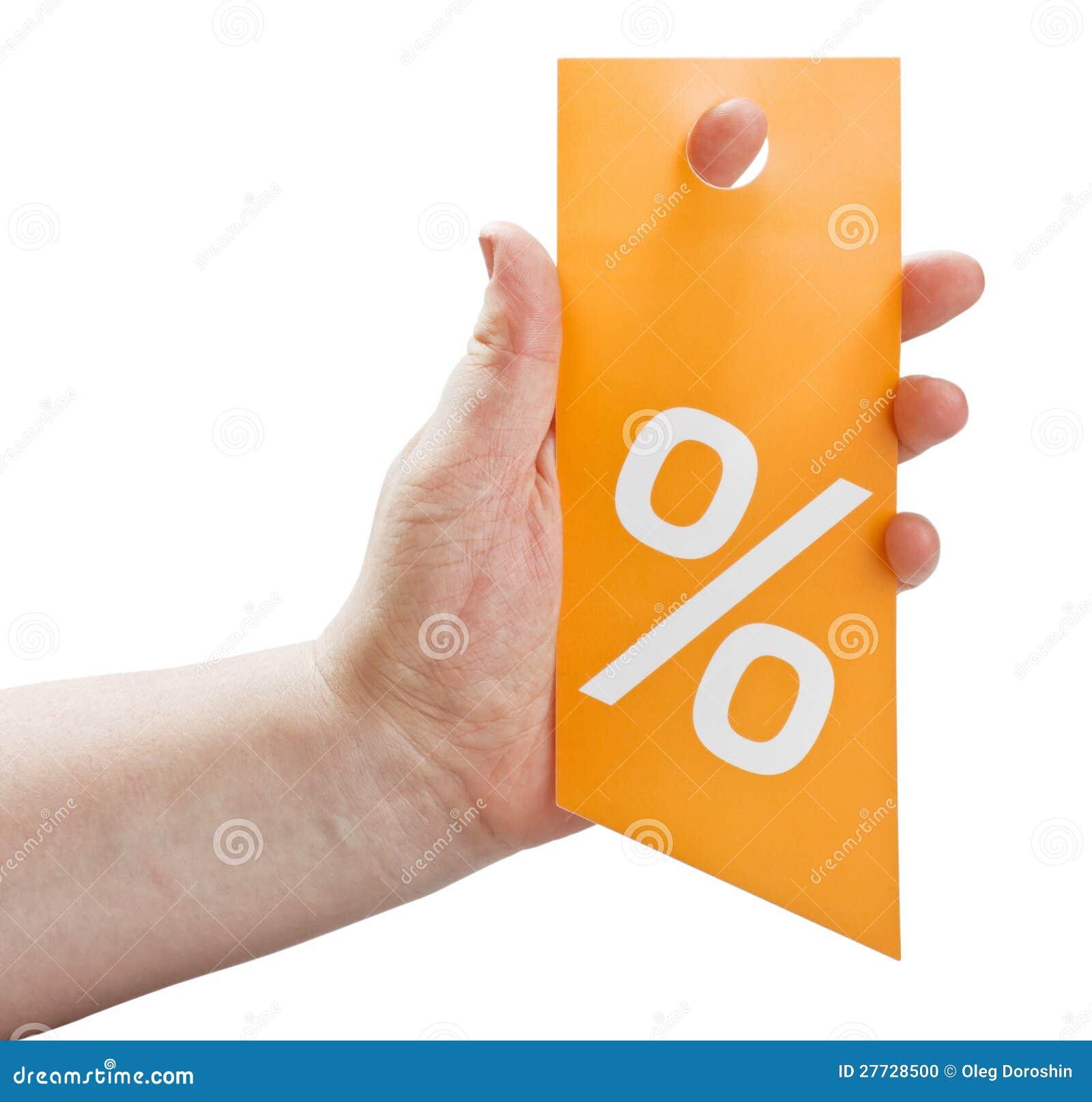 Hand, die eine Karte für Rabatte anhält