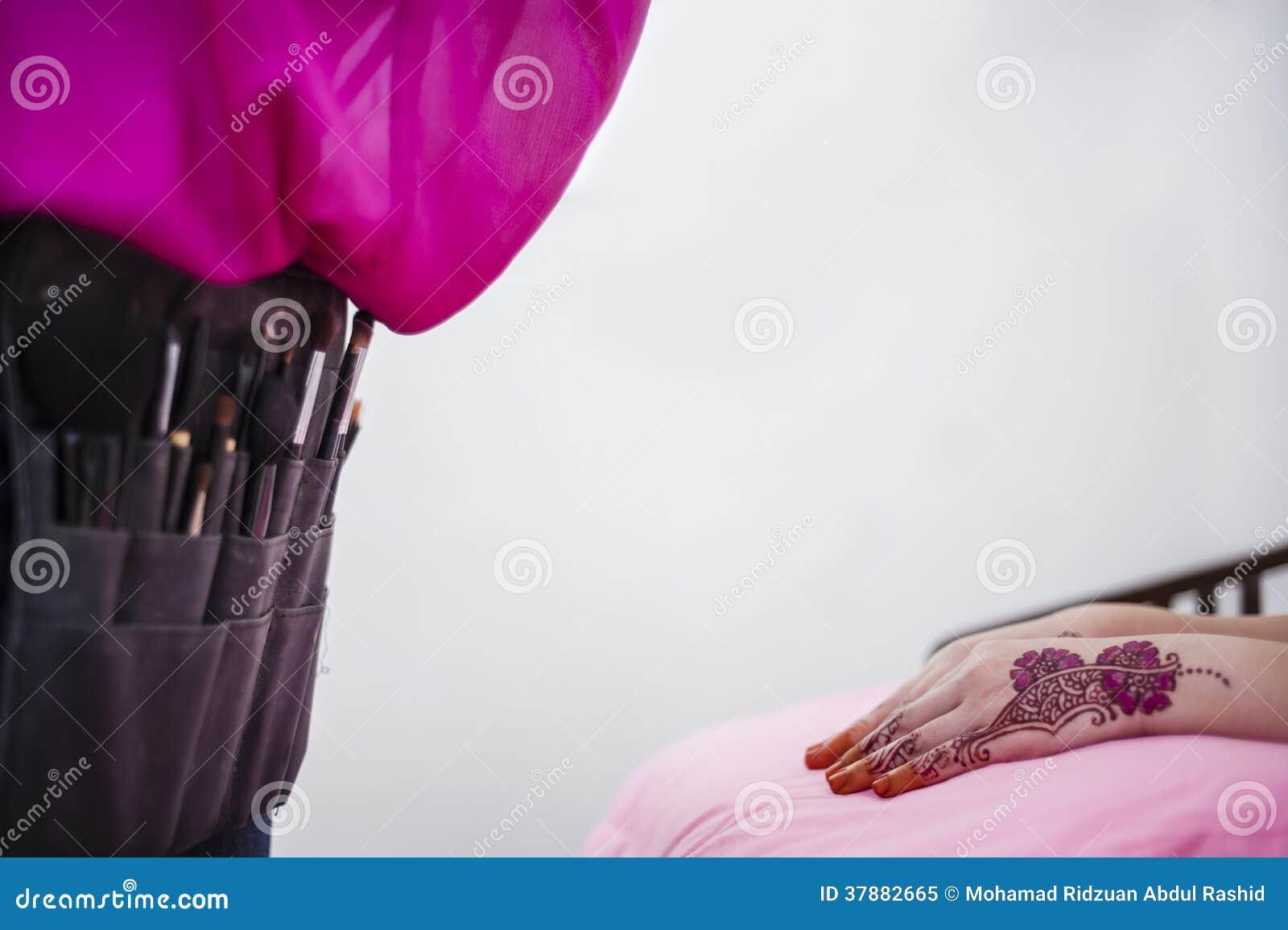 Hand die Henna dragen