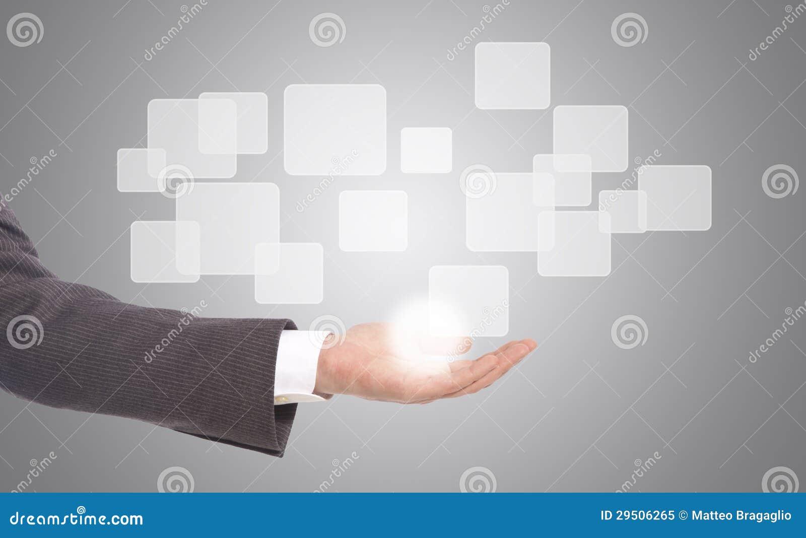 Hand die op een interface van het aanrakingsscherm duwen