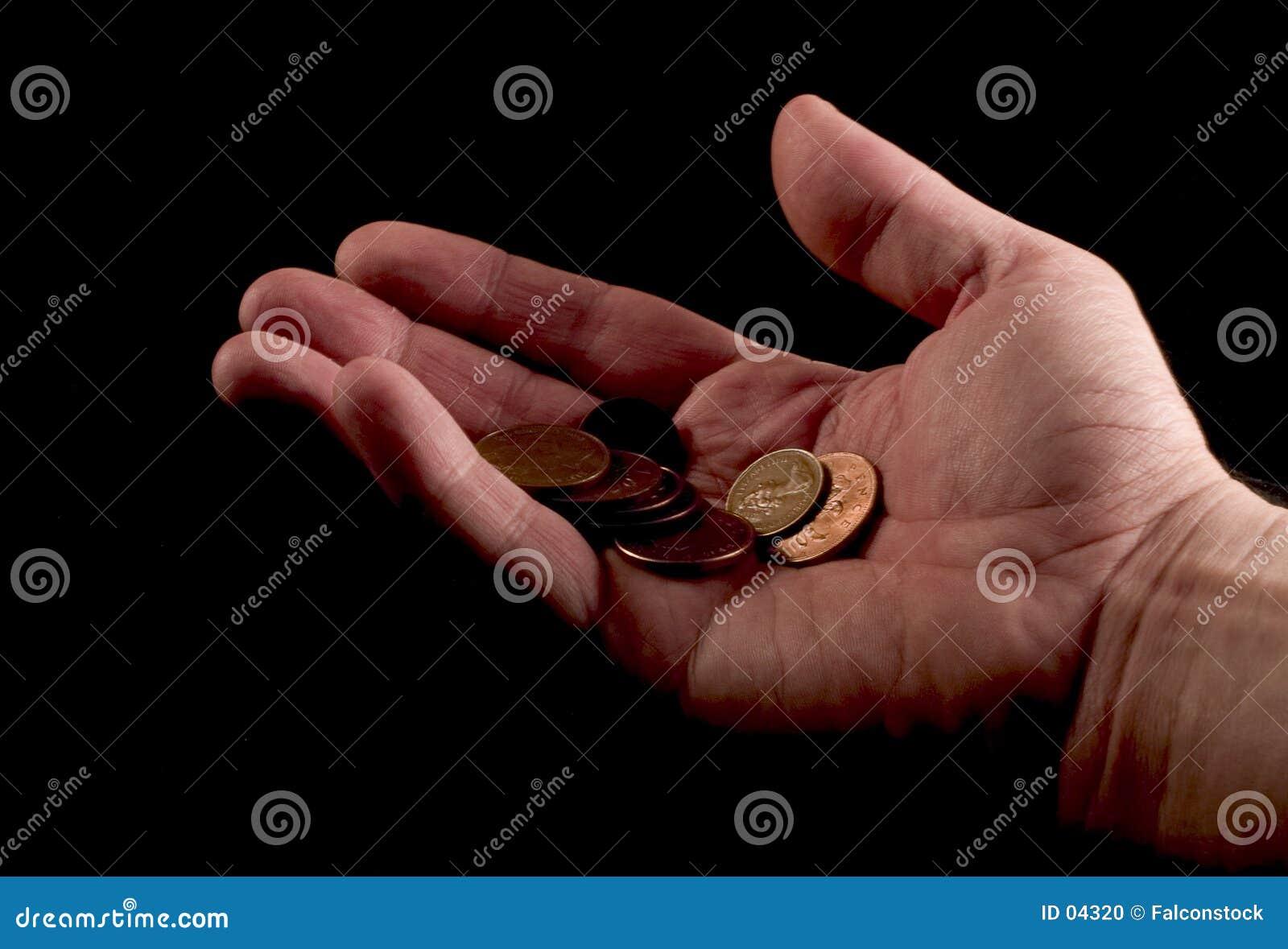 Hand, die Pennys gibt