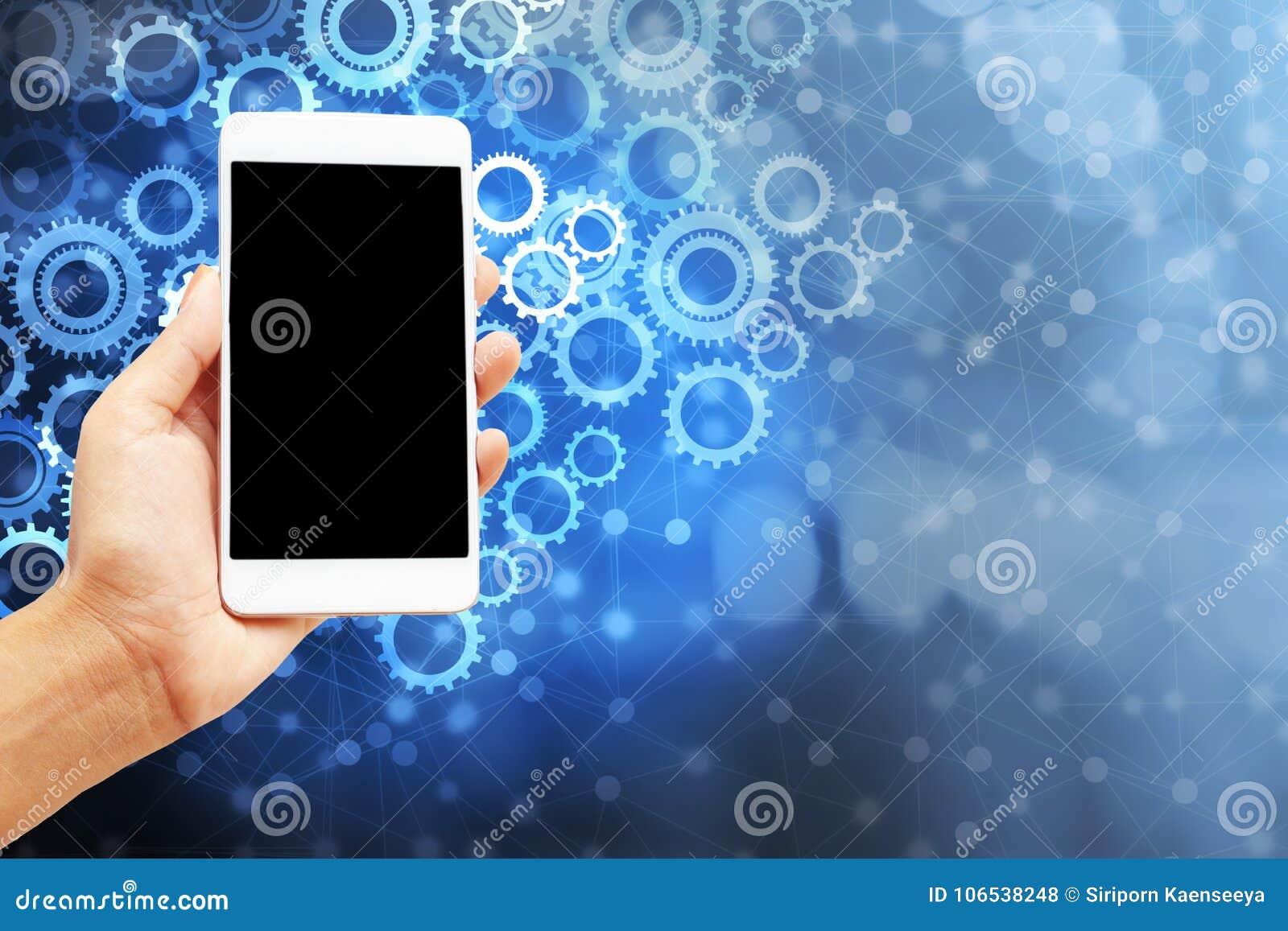 Hand die slimme telefoon over het abstracte concept van het toestellenpictogram het plaatsen, moderne technologie houden