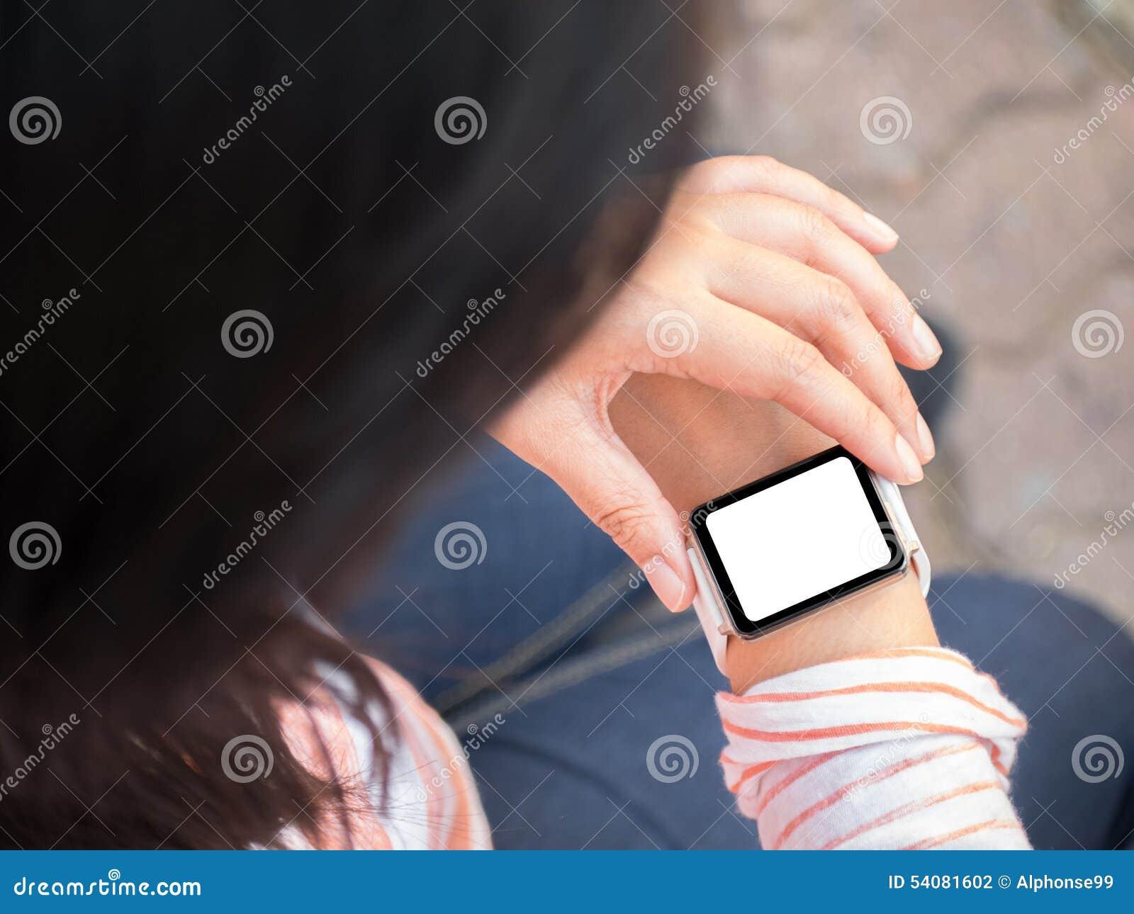 Hand die smartwatch dragen