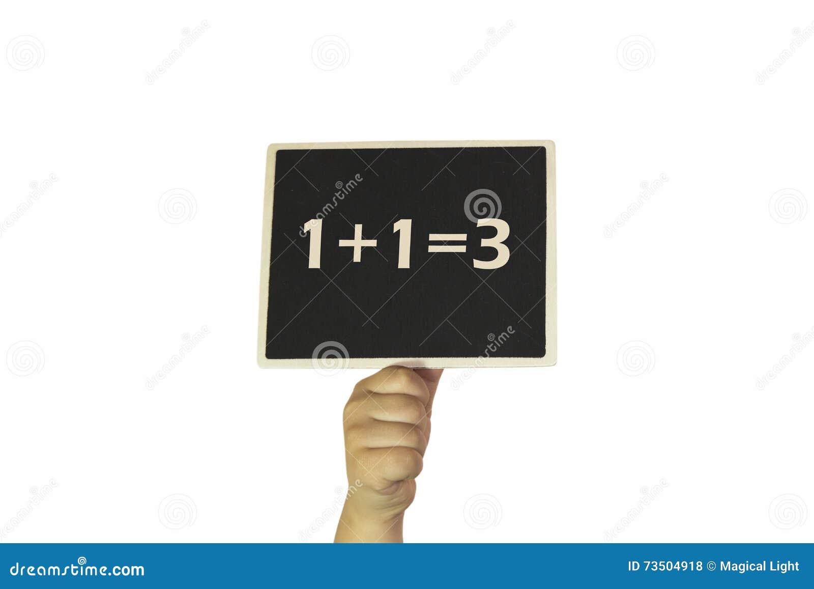 1+1=3 - Hand, die Tafel hält