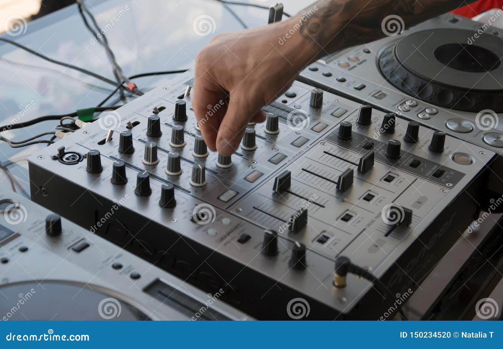 Hand DJ auf der Musik, Bedienfeld