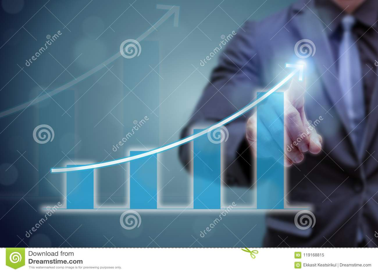 Hand för punkt för affärsman på överkanten av pilgrafen med hög frekvens av tillväxt Framgången och den växande tillväxtgrafen i