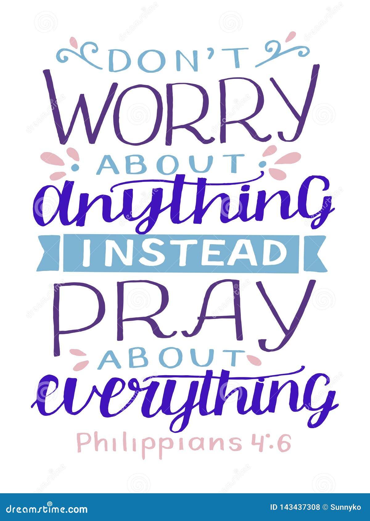 Hand het van letters voorzien met bijbelvers zich maakt niet over om het even wat ongerust, in plaats daarvan over alles bidden