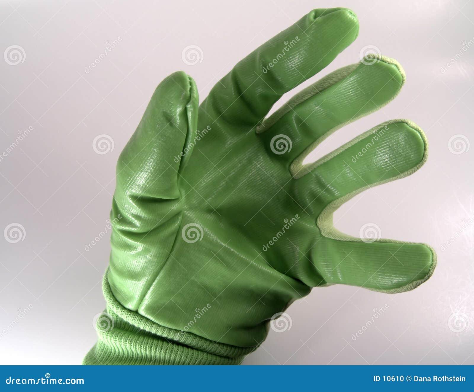 Hand im grünen Handschuh