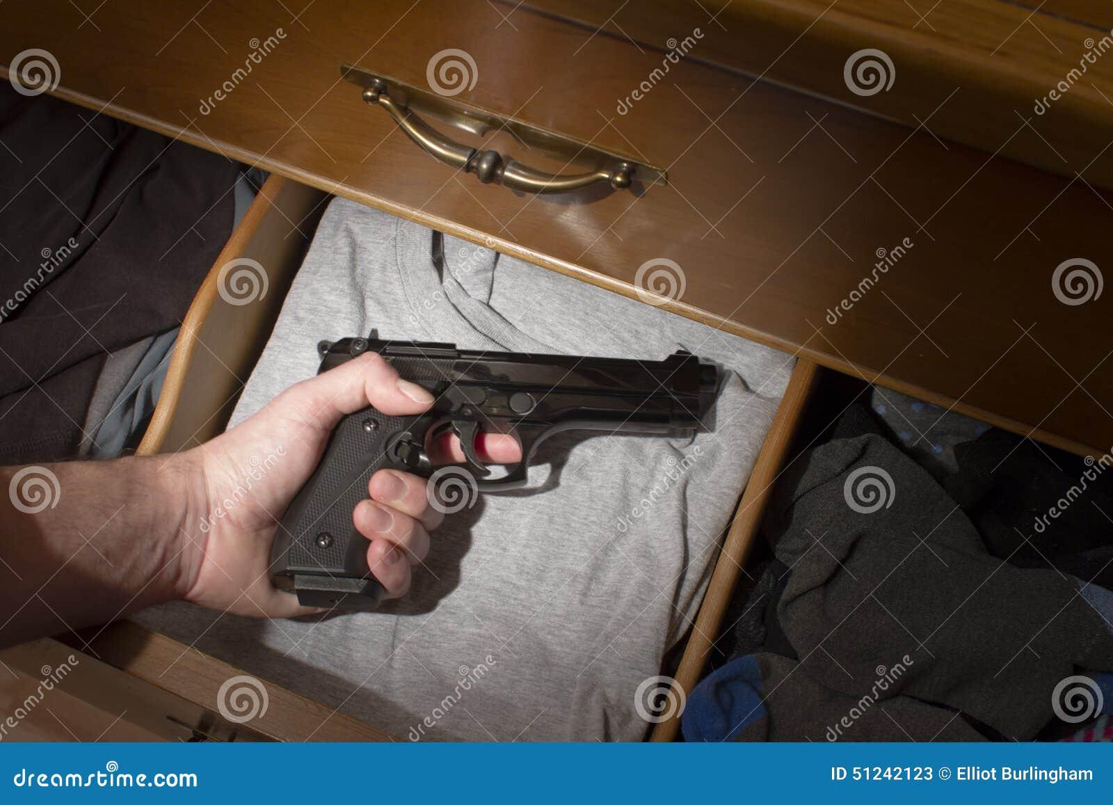 Hand som når för handeldvapen