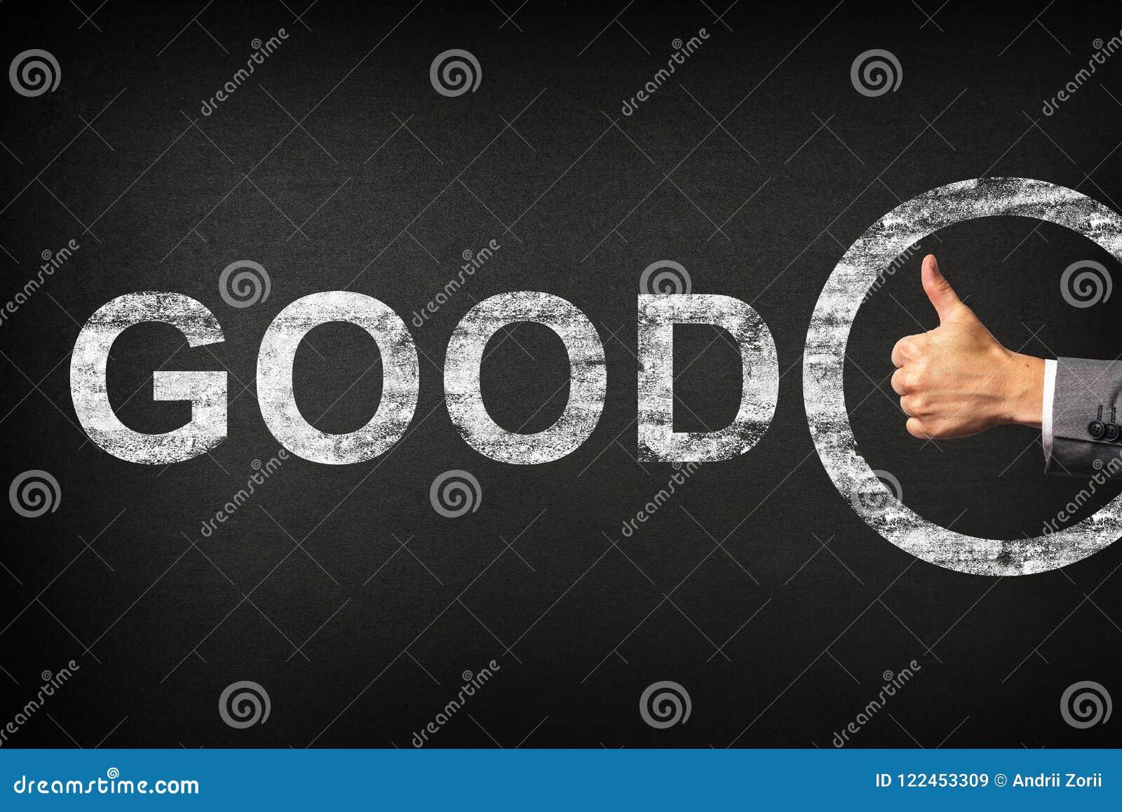 Hand van een zakenman die duimen voor het uitdrukkingsgoed tonen die op een bord wordt geschreven
