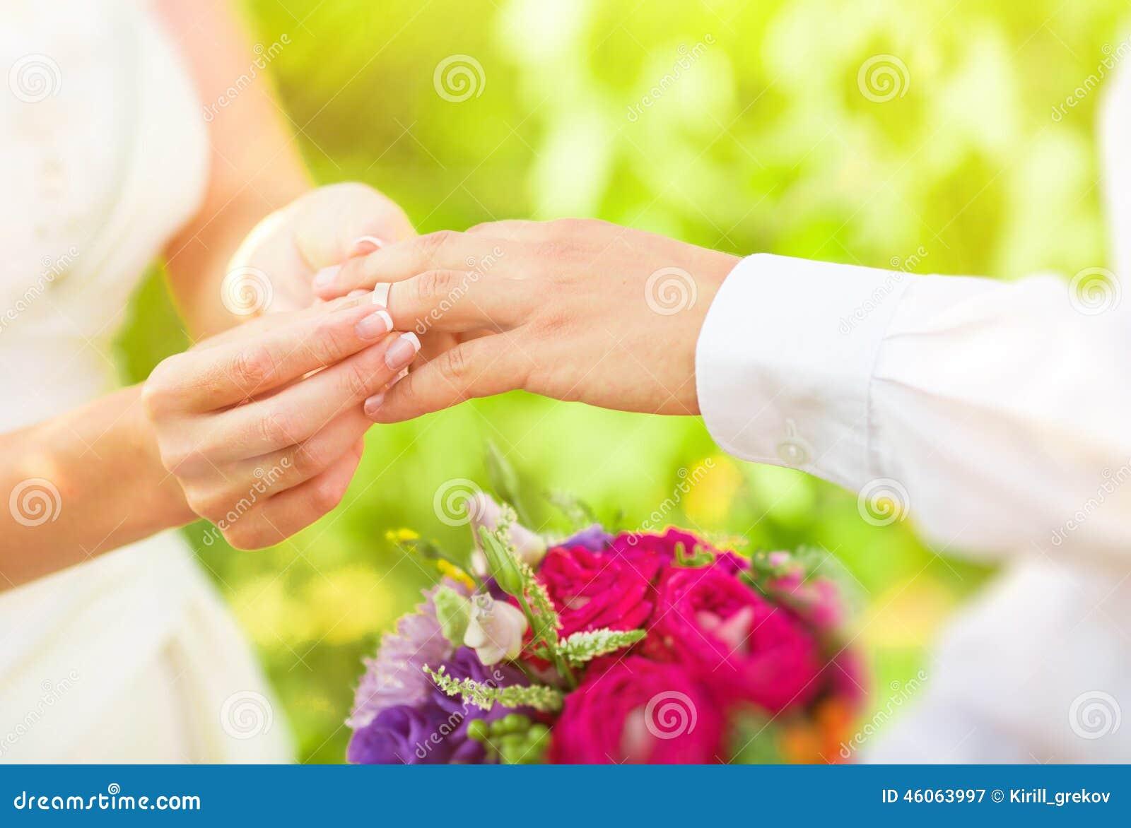 Hand van gehuwde mensen