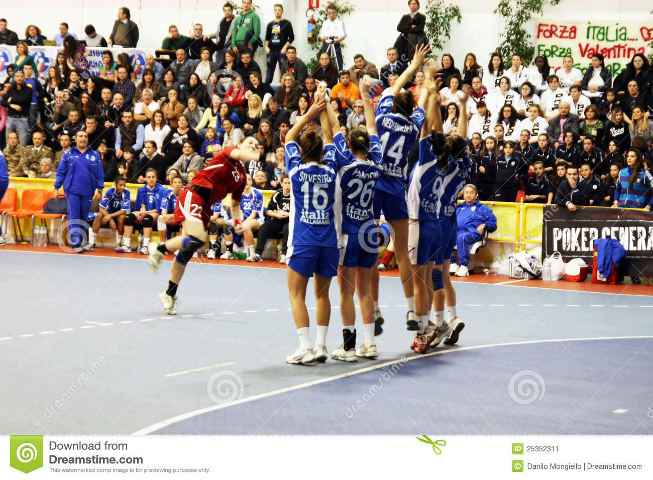 jump shot in handball The purpose of this study was to determine the influence of localised fatigue on  jump shot kinematics and kinetics eleven male team handball.