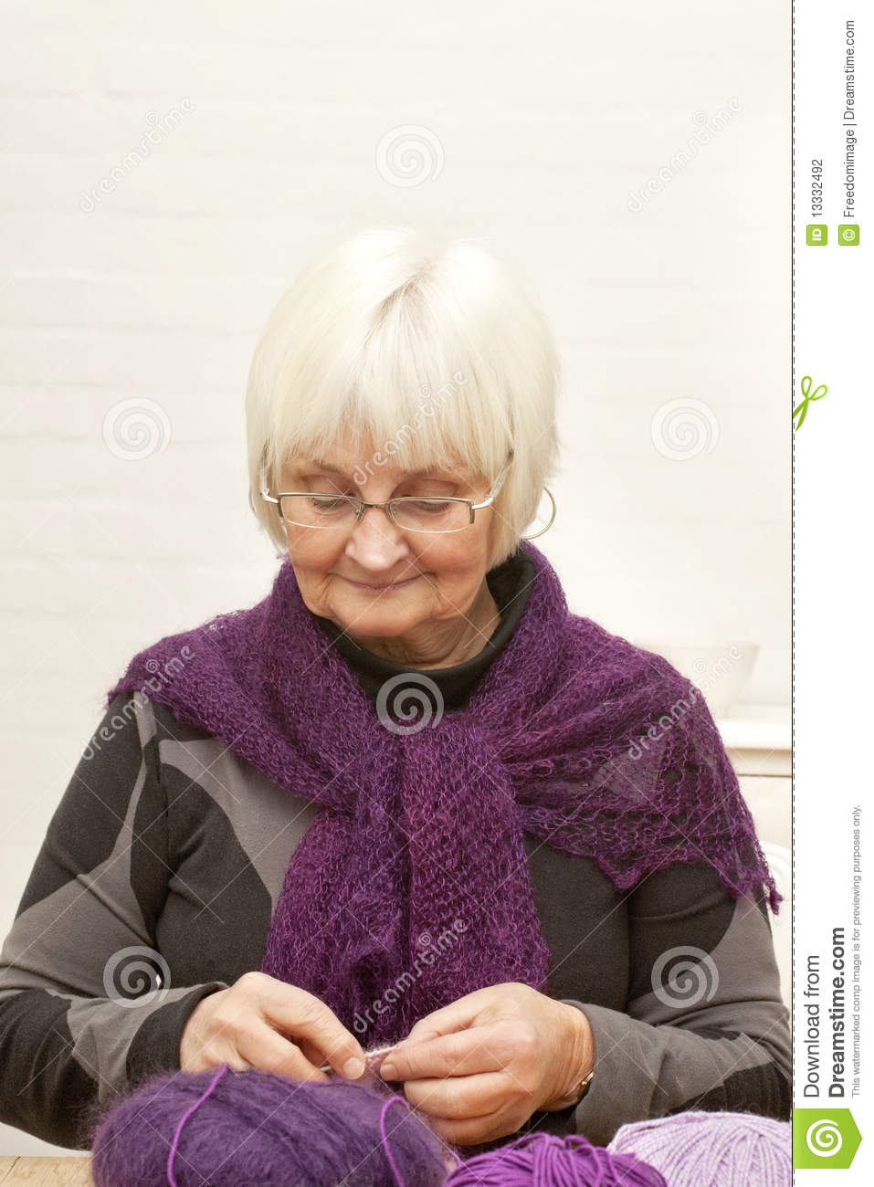 Old Knitting Woman : Handcraft old woman knitting stock photography image