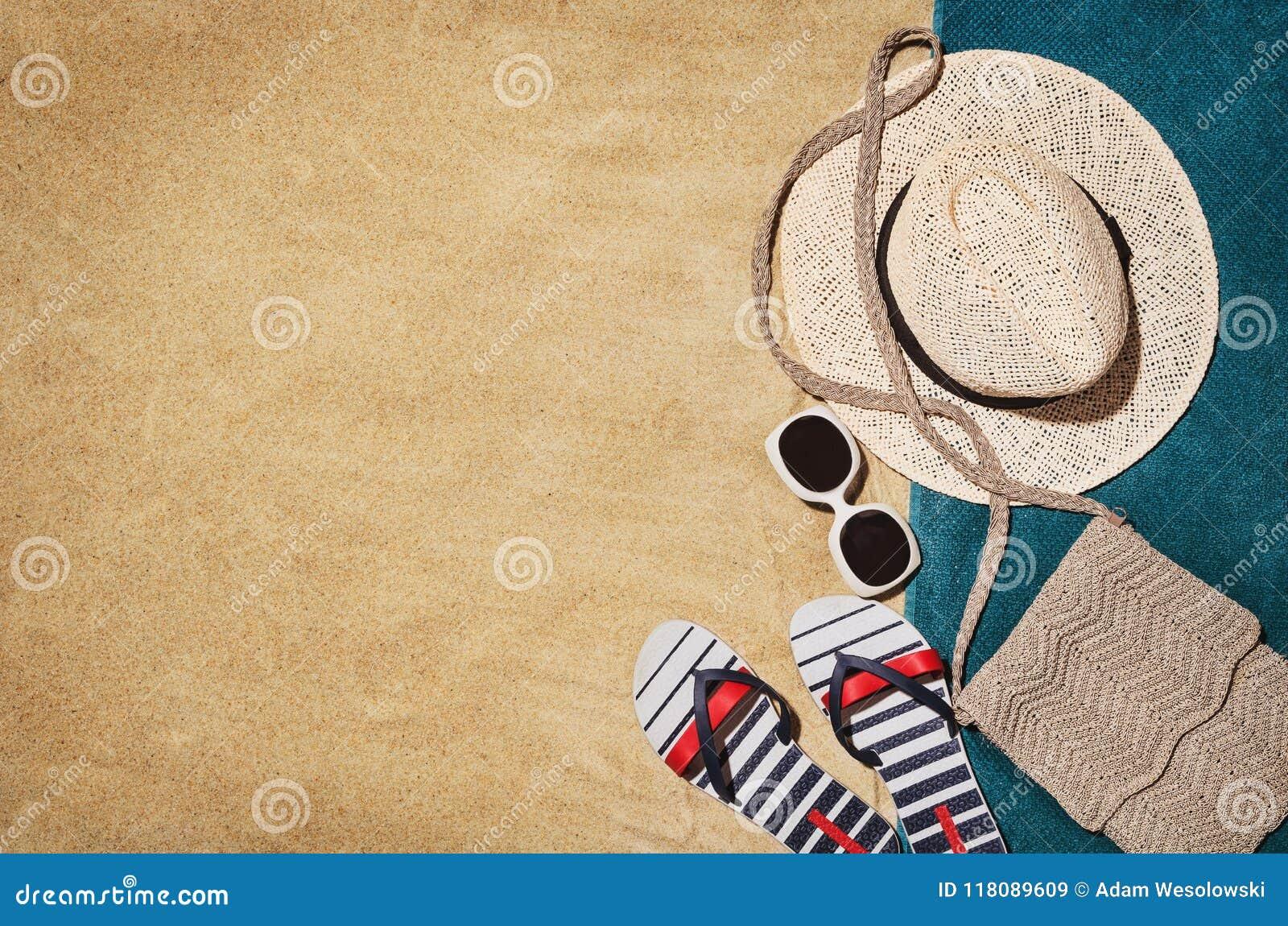 Handduk för bästa sikt på den sandiga stranden Bakgrund med kopieringsutrymme