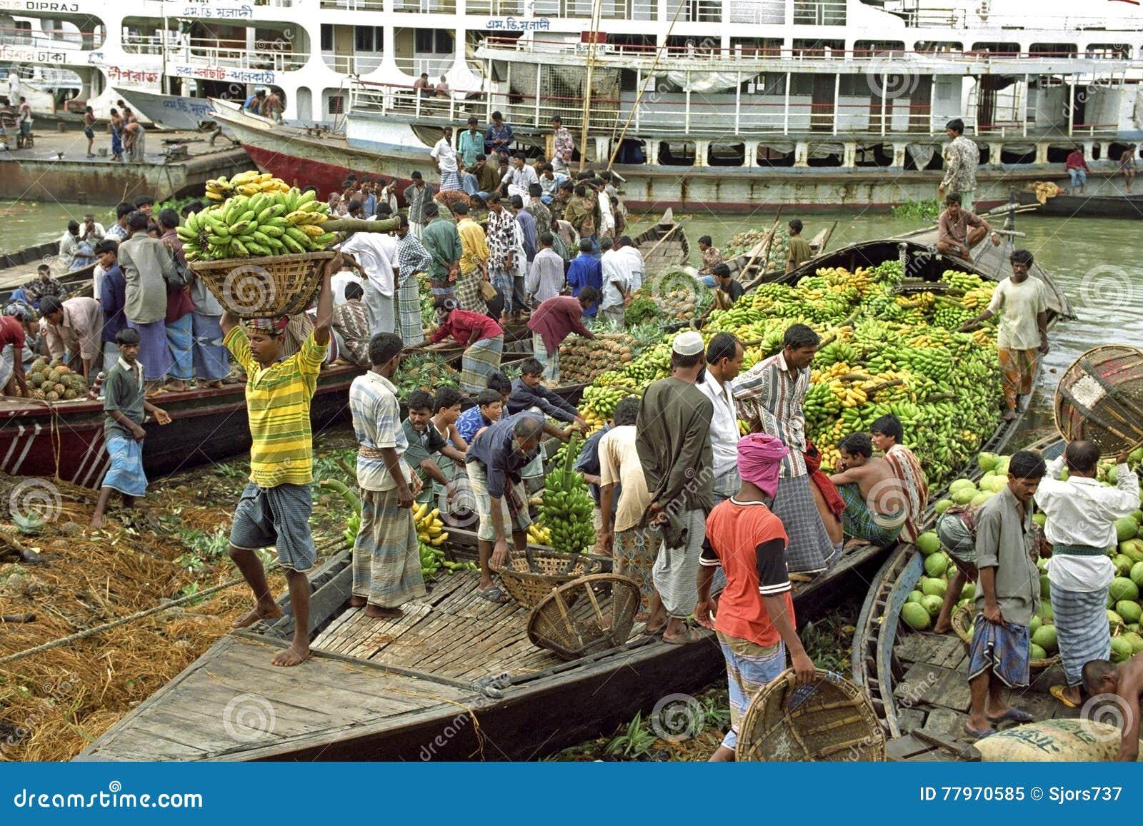 Handel in tropische vruchten in Dhaka, Bangladesh