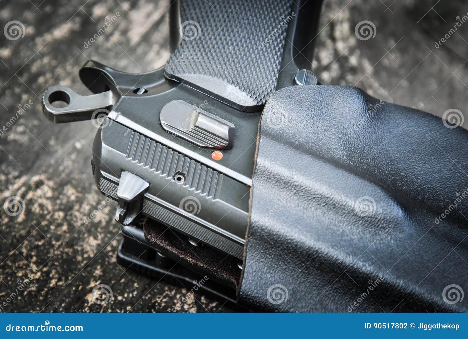 Handeldvapen i pistolhölster