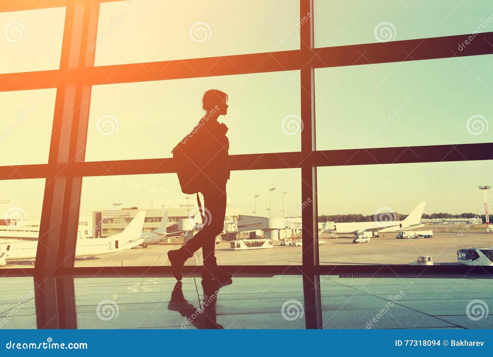 Handelsresande på flygplatsen