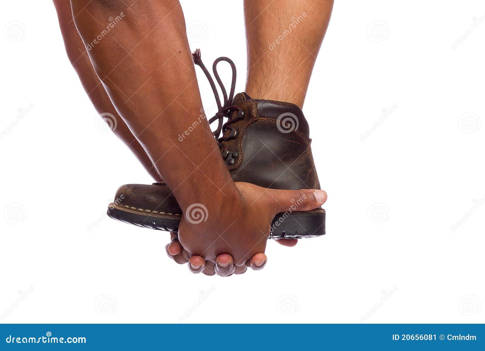 Handen die helpen beklimmen