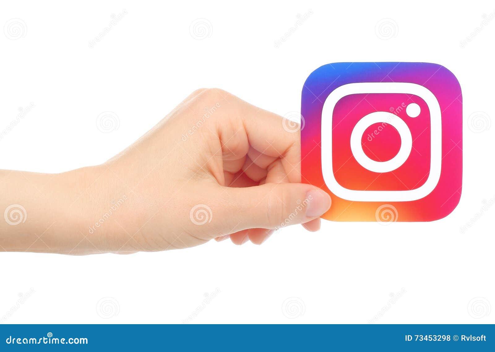 Handen rymmer den nya Instagram logoen