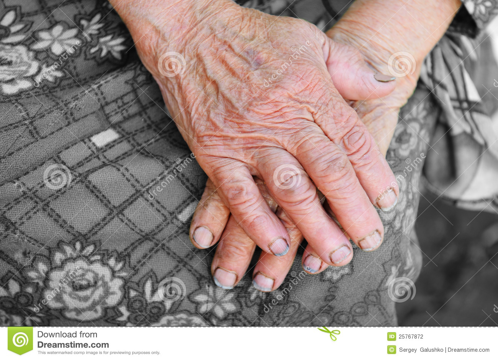 Handen van de oude vrouw 85 jaar veroudert stock foto afbeelding 25767872 - Jaar oude meisje kamer foto ...
