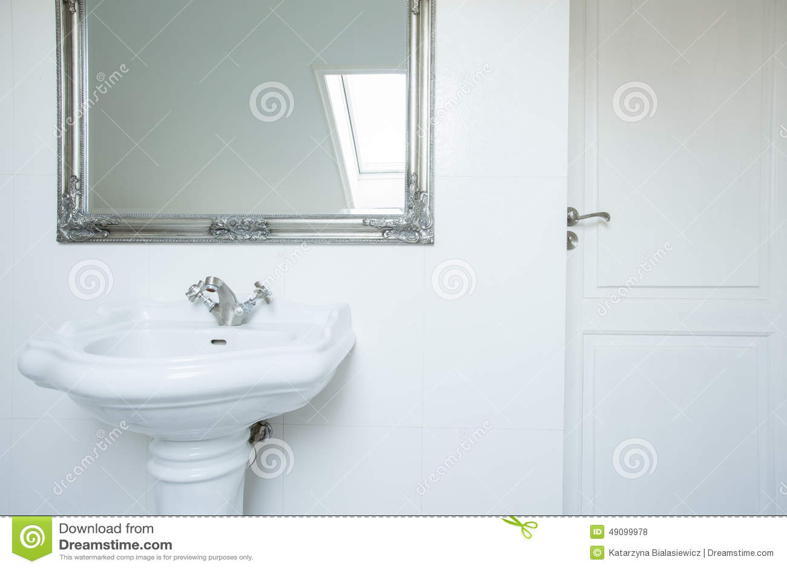 Keramisk handfat och spegel stock illustrationer   bild: 43068535