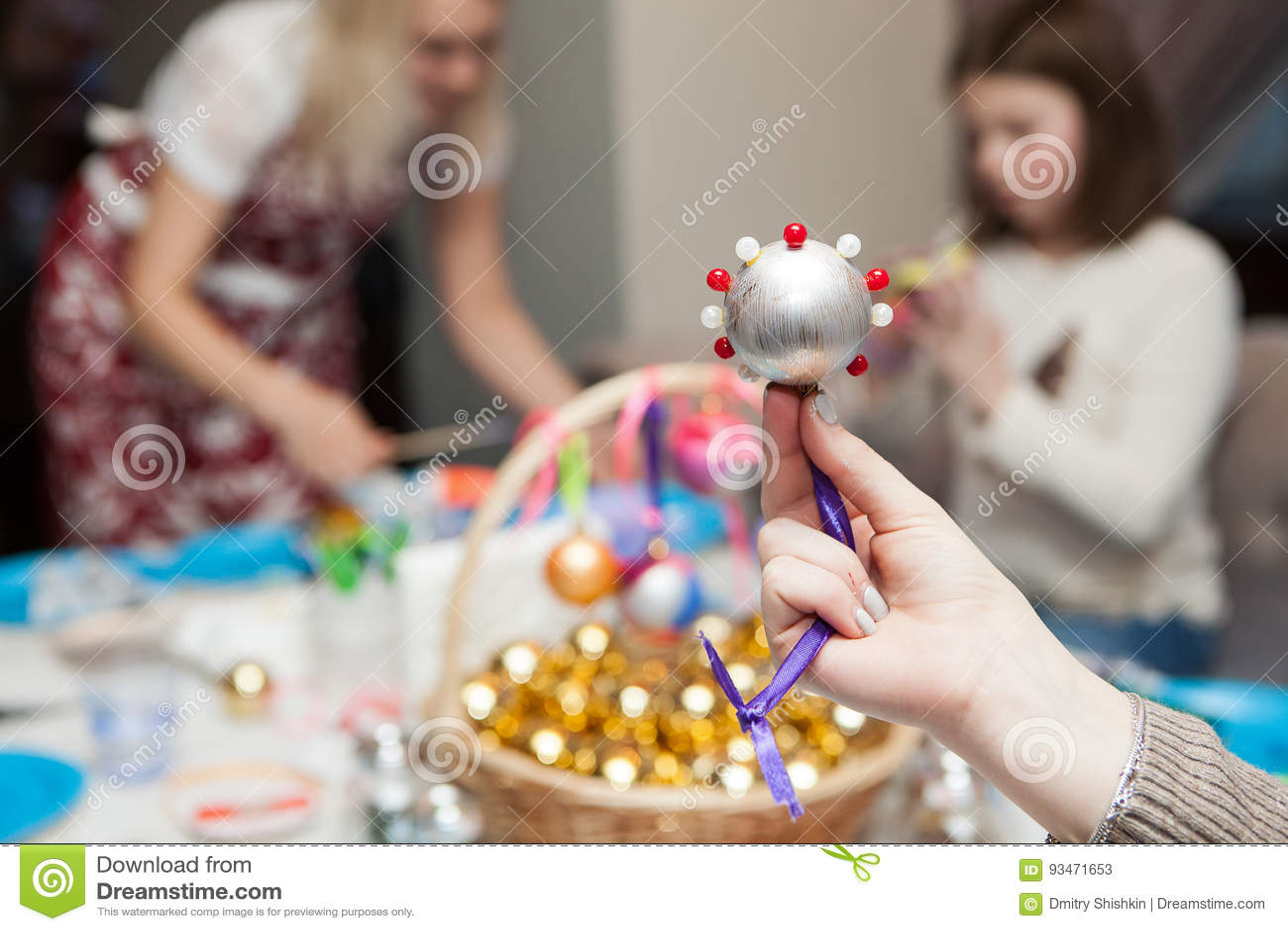 Handgemachte Weihnachtsdekorationen von den Perlen