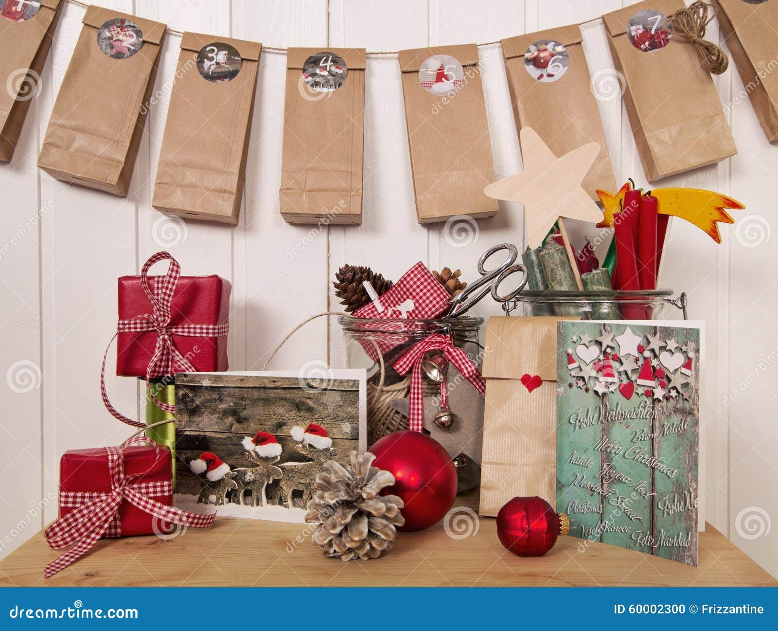 Handgemachte Weihnachtsgeschenke Und Einführungskalender Im Rot ...