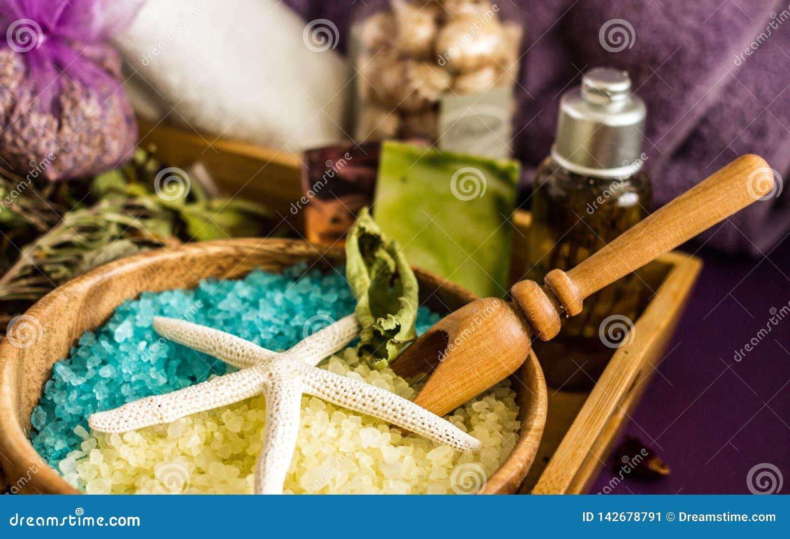 Handgemachtes Badesalz mit aromatischen Ölen, Cosmetology und Badekurort,