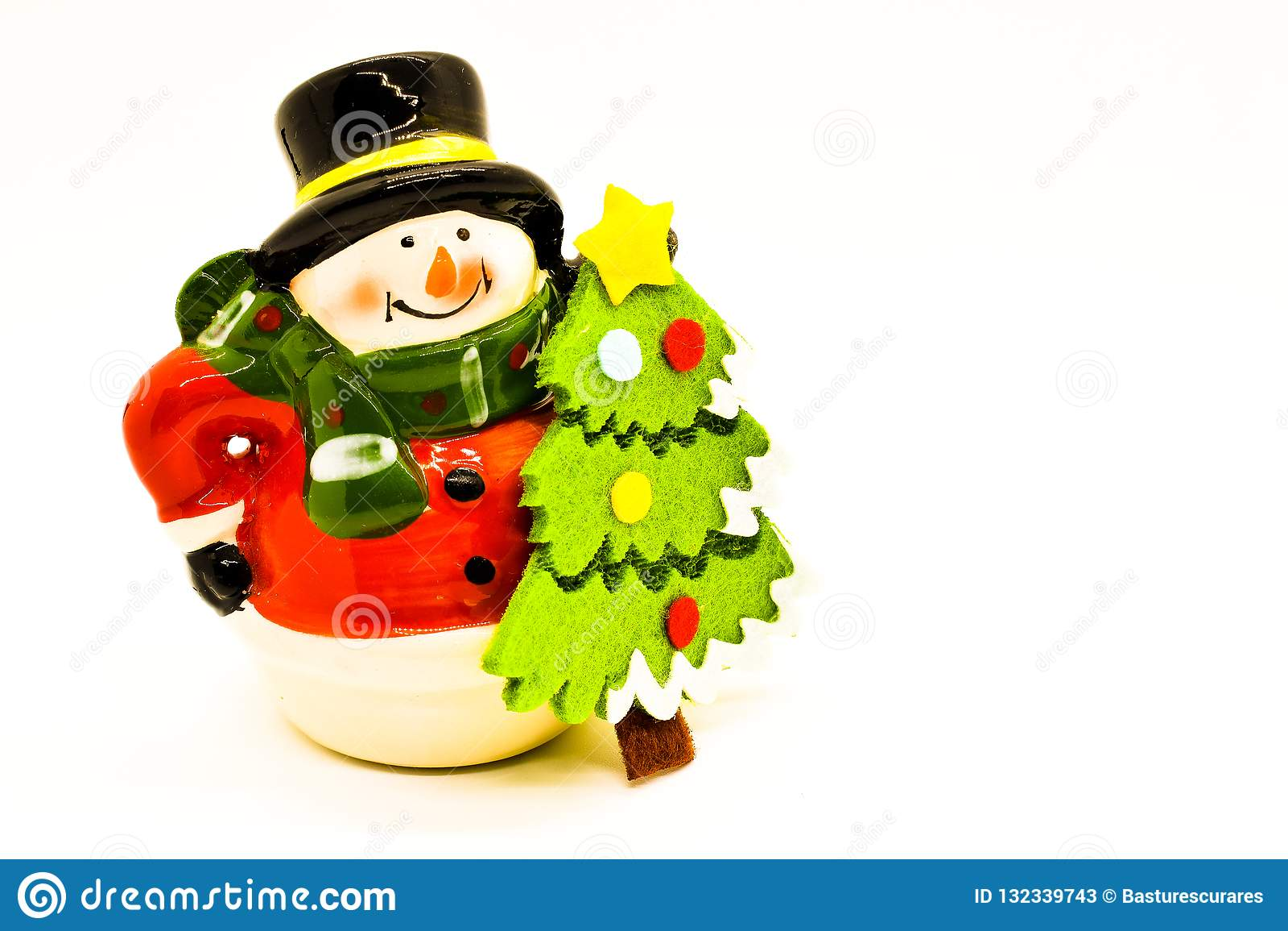 Handgjord snögubbestatyett som isoleras på vit bakgrund julen dekorerar nya home idéer för garnering till