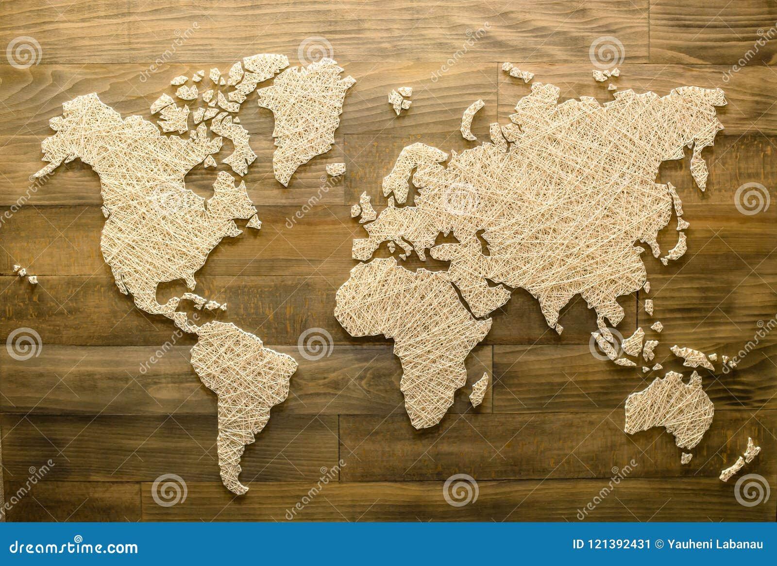 Handgjord världskarta på träbakgrund för hem- garnering, överkant