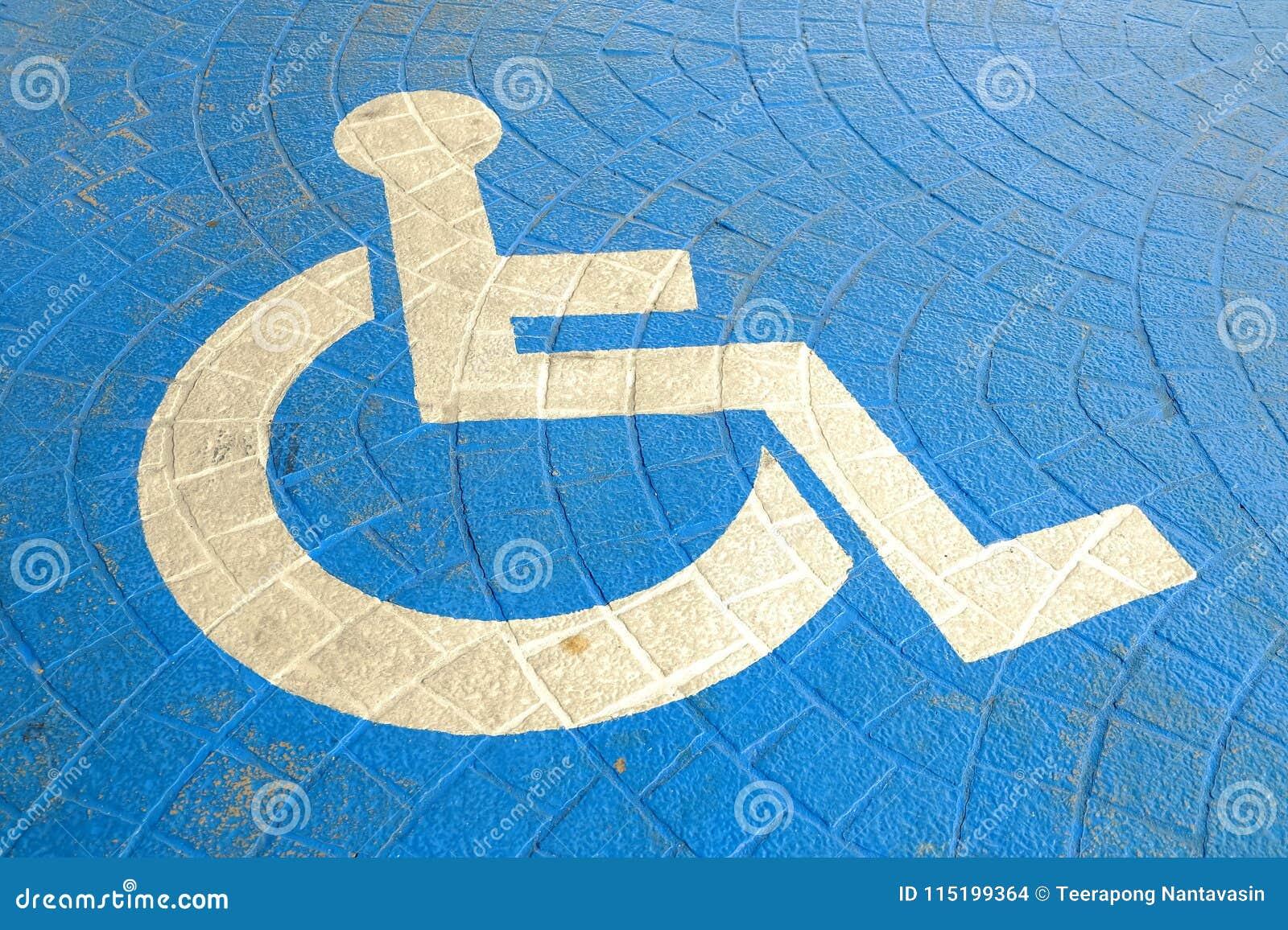 Handikap-Zeichen auf Parkboden