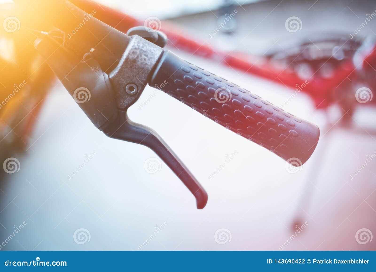 Handlebar велосипеда и перерывы, ремонт велосипеда, запачканная предпосылка