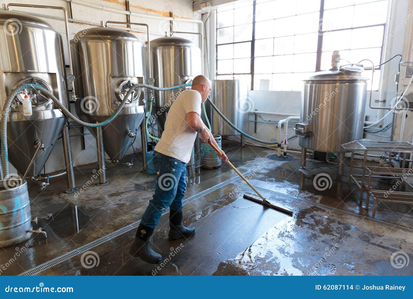 Handlowy rzemiosła piwo Robi przy browarem