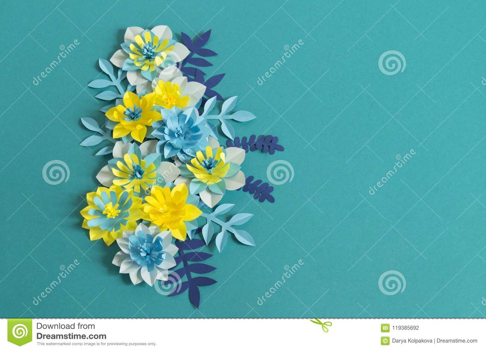 Handmade бумажные цветки на голубой предпосылке Любимое хобби